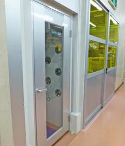 クリーンルームへ入る為のエアシャワー